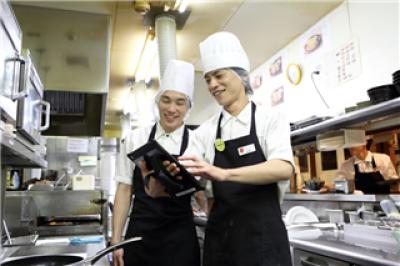ガスト 竹の塚店<017933>の求人画像