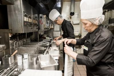 ガスト 日本橋店<018913>の求人画像